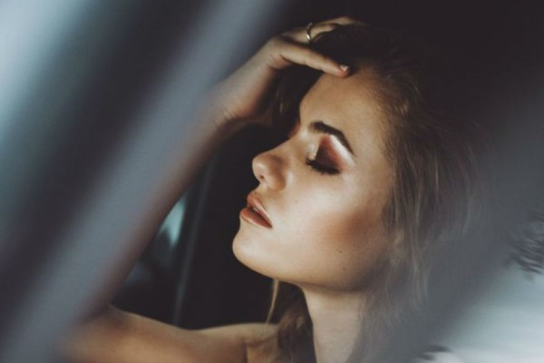 Αυτές οι συνήθειες που δεν ήξερες ότι σου προκαλούν πονοκέφαλο!