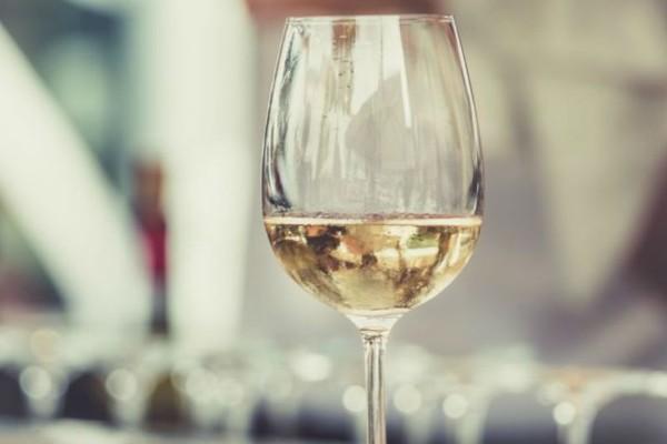 Έρευνα: Πρέπει να καταναλώνουμε κρασί όταν μαγειρεύουμε!