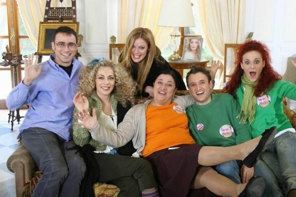 Ξανά μαζί οι πρωταγωνιστές του «Παρά Πέντε» δέκα χρόνια μετά το τέλος της σειράς! Δείτε την επική φωτογραφία τους!