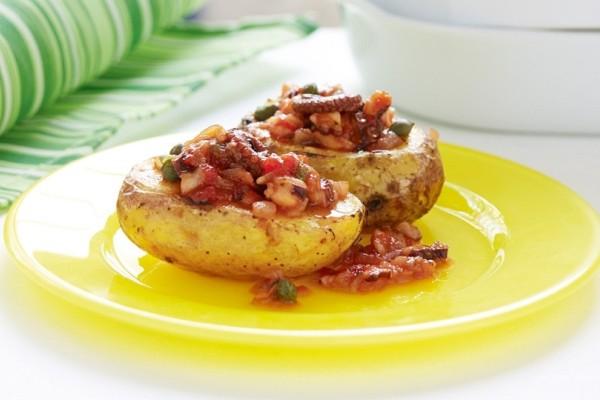 Ένα πεντανόστιμο πιάτο: Ψητές πατάτες γεμιστές με χταπόδι κρασάτο!