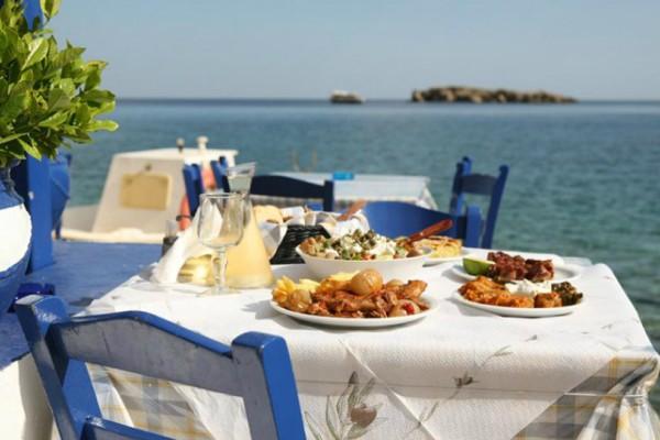 Απίστευτο και όμως αληθινό: Πήδηξε στη θάλασσα για να μην πληρώσει το λογαριασμό του εστιατορίου!
