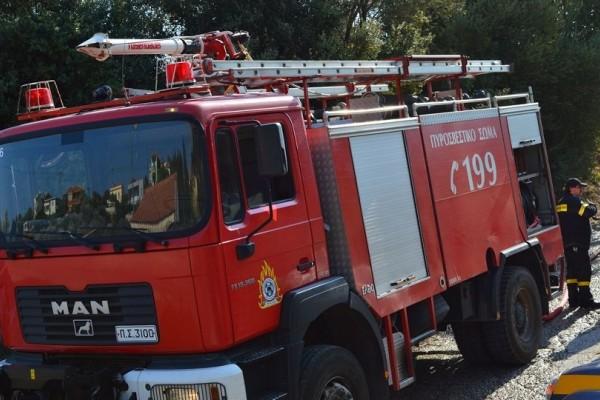 Φωτιά ξέσπασε σε αποθήκη στον Κολωνό