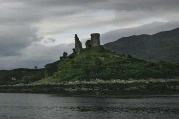Μια πελώρια μπάλα φωτός κατέστρεψε κάστρο στη Σκωτία! (Video)