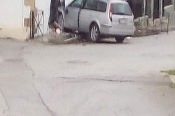 Απίστευτο περιστατικό στα Χανιά: Αυτοκίνητο «μπούκαρε» σε σπίτι! (Photo)