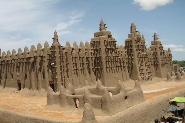 Απίστευτες εικόνες: Δείτε τα τζαμιά της Αφρικής που θυμίζουν... φρούρια! (Photo)