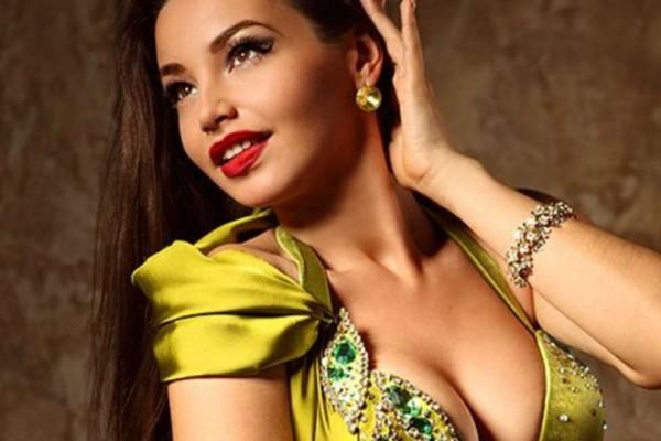 Κλάμα! Συνέλαβαν Ρωσίδα χορεύτρια της κοιλιάς λόγω... έλλειψης εσωρούχου!