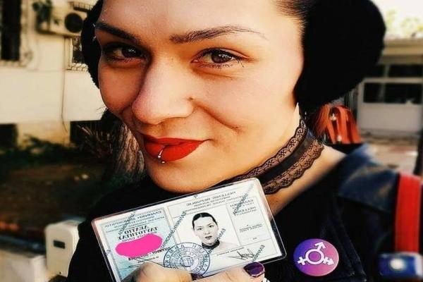 Ο Βαγγέλης τα κατάφερε και έγινε επίσημα Ανδρομέδα: Η αλλαγή φύλου και η νέα του ταυτότητα! (photos)
