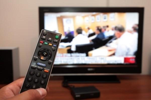 Δεν φαντάζεστε ποια επιτυχημένη σειρά της ελληνικής τηλεόρασης επιστρέφει με νέα επεισόδια!
