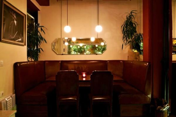 Ανακαλύψαμε ένα νέο μπαρ στο Κολωνάκι, με τόση ομορφιά που... πεθαίνεις να το δεις!