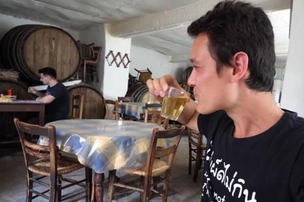 Αυτά είναι τα τρία μαγαζιά της Αθήνας που ξετρέλαναν τον Αμερικάνο food blogger- Δείτε το βίντεο με τα χιλιάδες κλικ