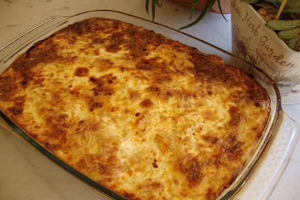 Ένα ξεχωριστό πιάτο: Πεντανόστιμη μακαρονόπιτα με 3 τυριά!