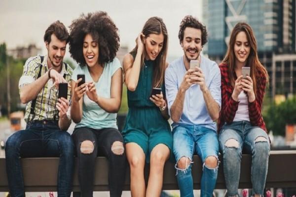 Μία έρευνα που προκαλεί ανησυχία: Πώς τα social media κάνουν τα κορίτσια δυστυχισμένα!