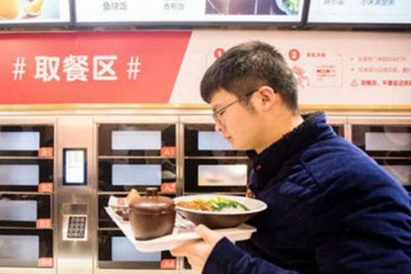 Απίστευτο: Ετοιμάζουν self service εστιατόριο - Οι πελάτες θα σκανάρουν την παραγγελία και θα παίρνουν το γεύμα από ειδικές προθήκες!