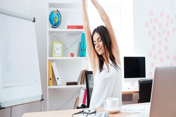 Άσκηση στο γραφείο: 6 tips που θα ξυπνήσουν τον μεταβολισμό σου!