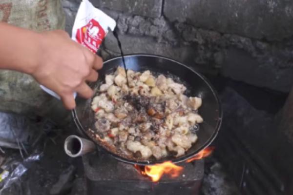 Πραγματική πρόκληση: Το ανακυκλώσιμο... κρέας που πάει το junk food σε άλλο επίπεδο! (Video)
