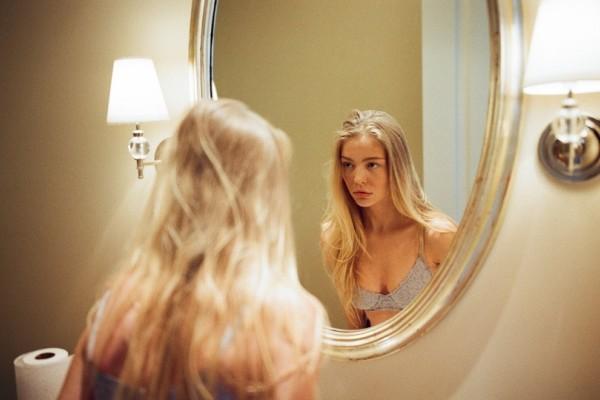 Καθρέφτη, καθρεφτάκη μου...Είμαι όμορφη; Όχι; Κι όμως, είμαι!