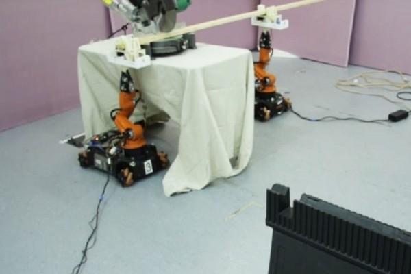Άκρως εντυπωσιακό: Ρομπότ - ξυλουργός φτιάχνει έπιπλα κατά παραγγελία! (Video)