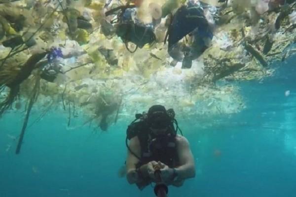 Εικόνες που σοκάρουν: Κι όμως κάτω από τον επίγειο παράδεισο υπάρχει μία… υποβρύχια κόλαση! (Video)