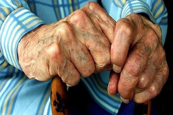 Σοκ στον Πύργο: Αποκλειστική ξυλοκόπησε μέχρι θανάτου 94χρονη!