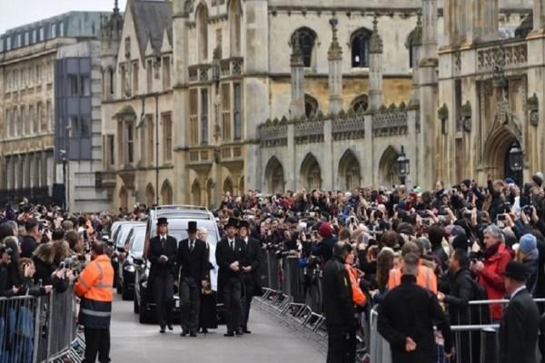 Το τελευταίο αντίο στον κορυφαίο επιστήμονα Στίβεν Χόκινγκ! - Πλήθος κόσμου στην κηδεία του! (Photo & Video)