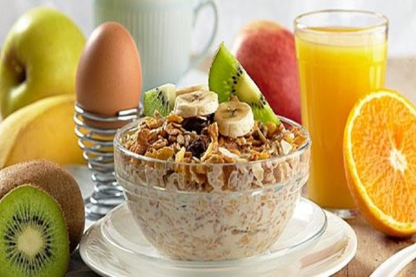 Τρως το πρωί; - Αυτές είναι οι 8 τροφές που πρέπει να καταναλώνεις!