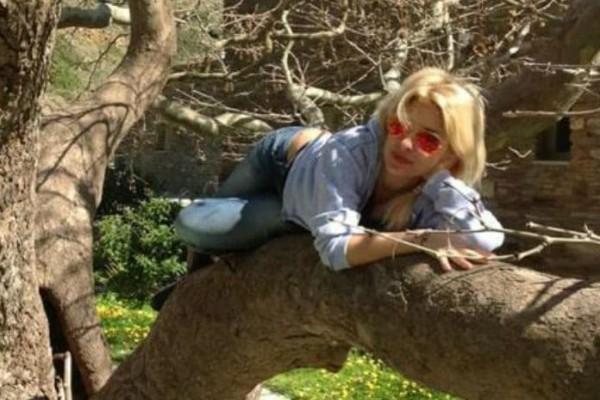 Η νέα φωτογραφία της Ελένης Μενεγάκη και το... λάθος θαυμάστριας της που την έκανε να απαντήσει!