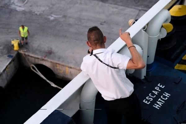 Βλάβη στο «Νήσος Χίος» - Έδεσε στη Σάμο με 460 επιβάτες