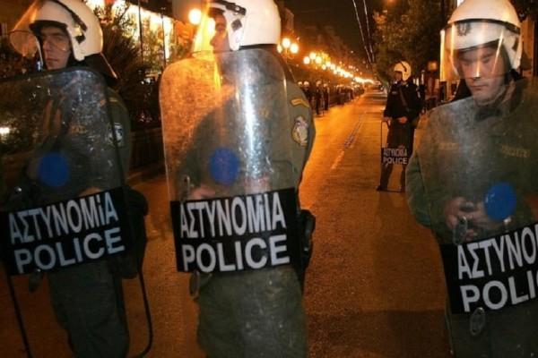 Επεισοδιακή νύχτα στο Κουκάκι: 80 άτομα προσπάθησαν να καταλάβουν ξανά το κτίριο της Ματρόζου