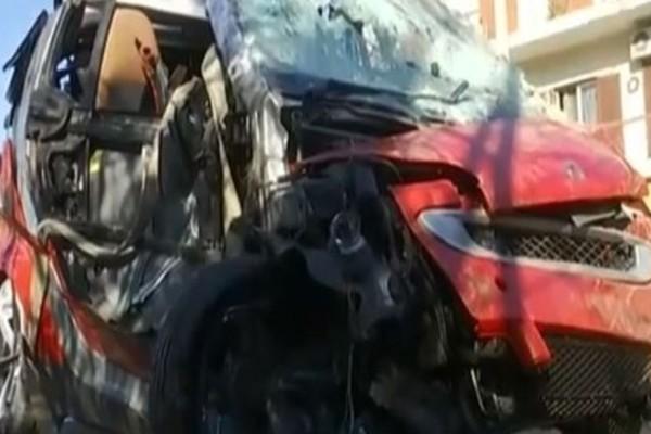 Δείτε την τρελή πορεία που κατέγραψε το αυτοκίνητο που έπεσε από γέφυρα στις γραμμές του ΗΣΑΠ! (video)