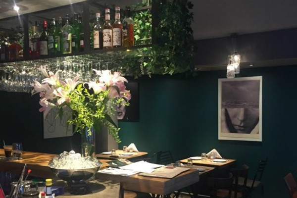 Ανακαλύψαμε ένα ολοκαίνουριο food & drink στέκι με εξαιρετικές τιμές που δίνει ζωή στο Παγκράτι!