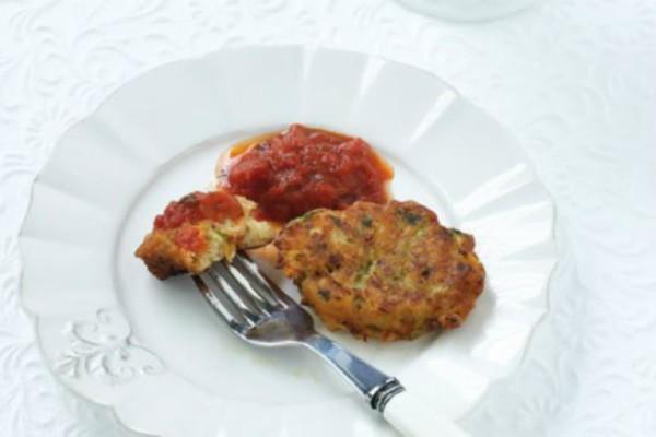 Λαχταριστή συνταγή: Κολοκυθοκεφτέδες με σάλτσα ντομάτας!