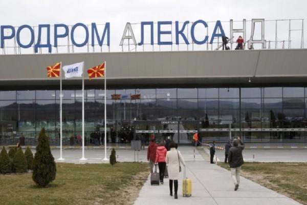 Αποκαθηλώθηκε το άγαλμα του Μεγάλου Αλεξάνδρου από το αεροδρόμιο των Σκοπίων! (Photo & Video)