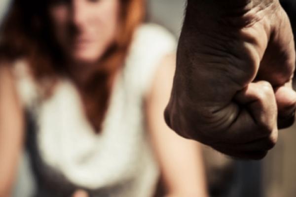 Εξαθλίωση: Σύζυγος μαστίγωσε την γυναίκα του επειδή πίστευε πως τον απατούσε!