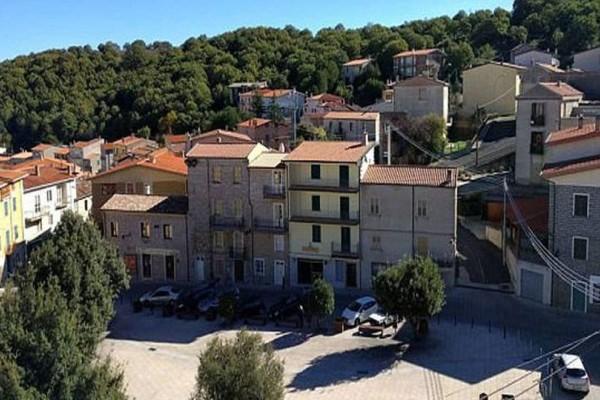 Απίστευτο: Πωλούνται 200 σπίτια από... 1 ευρώ!
