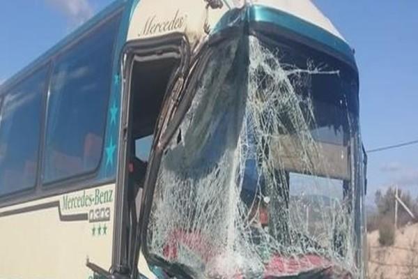 Σφοδρό τροχαίο ΚΤΕΛ με φορτηγό! (photos)