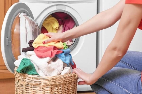 Δες τι θα πάθεις αν δεν πλένεις τα ρούχα που μόλις αγόρασες!