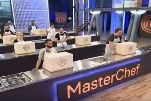 Masterchef: Τα πράγματα δυσκολεύουν και οι παίκτες καλούνται να μαγειρέψουν χωρίς σκεύη! (Video)