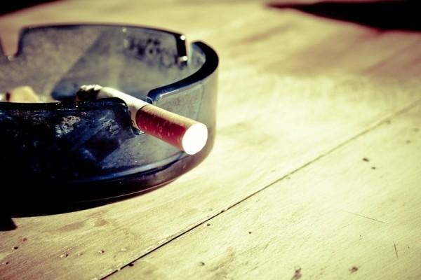 Πώς το τζίντζερ και το γάλα θα σε βοηθήσουν να κόψεις «μαχαίρι» το τσιγάρο!