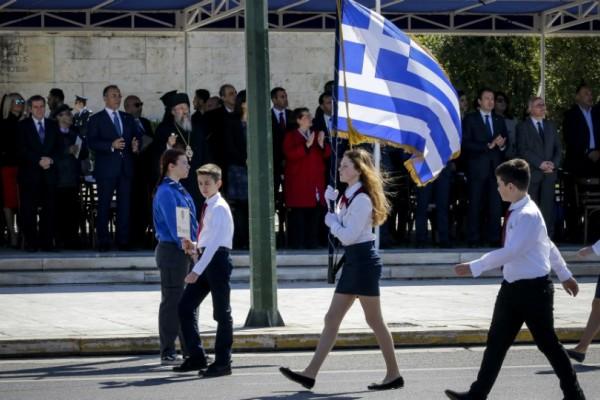 Παρέλασαν οι μαθητές στο κέντρο της Αθήνας! Συγκινητικές φωτογραφίες από την μαθητική παρέλαση...