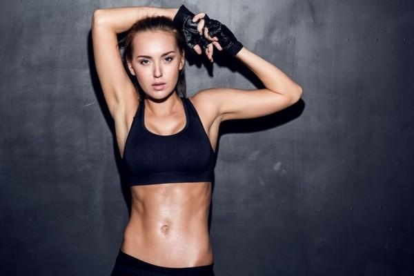 Η 10λεπτη άσκηση που σου υπόσχεται άψογους κοιλιακούς! (Video)