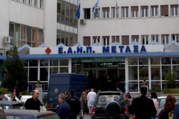 Μέλη του Ρουβίκωνα έκαναν «ντου» στο γραφείο γιατρού του Νοσοκομείου Μεταξά στον Πειραιά