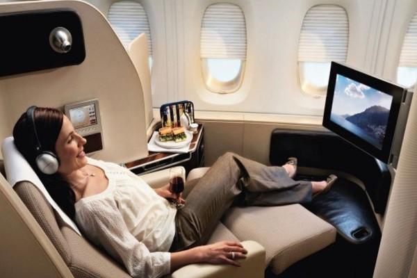 Τάσος Δούσης: Πλήρωσε οικονομική θέση στο αεροπλάνο αλλά ταξίδεψε καλύτερα από business! Σας έχω 2 tips για να ταξιδεύετε πάντα σαν άρχοντες…
