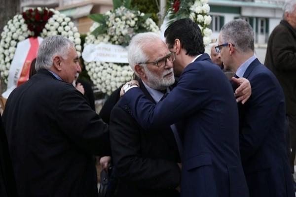 Σε κλίμα οδύνης το τελευταίο αντίο στον Σάββα Σφαιρόπουλο (Photo)