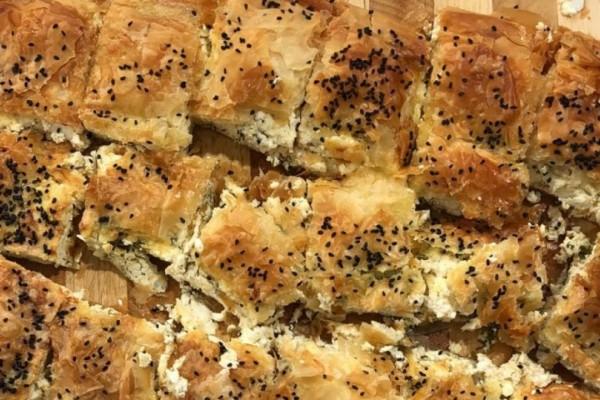 Πίτα με τρία λευκά τυριά και πίτα πασχαλινή με ρύζι και συκωτάκια!