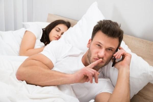 1 στους 5 κατασκοπεύει online τον πρώην σύντροφό του! - Μία έρευνα που έρχεται να μας... ταράξει!