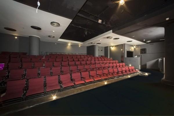 1+1 εισιτήριο προσφερει το Θέατρο Τέχνης για την παράσταση