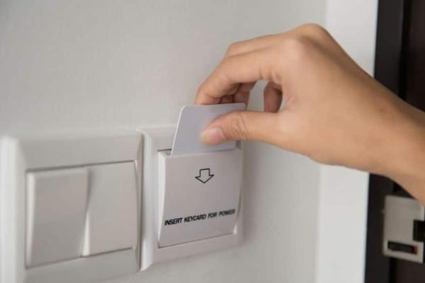 Το έξυπνο κόλπο με τις κάρτες δωματίου στα ξενοδοχεία που δεν ήξερες ως τώρα