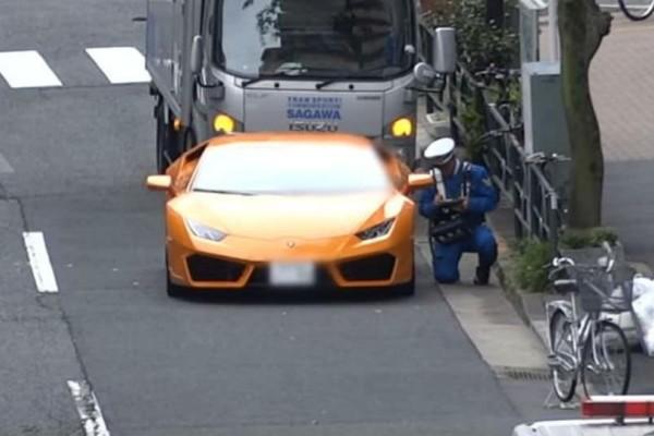 Απίστευτος αστυνομικός κυνηγάει Lamborghini με ποδήλατο! (video)