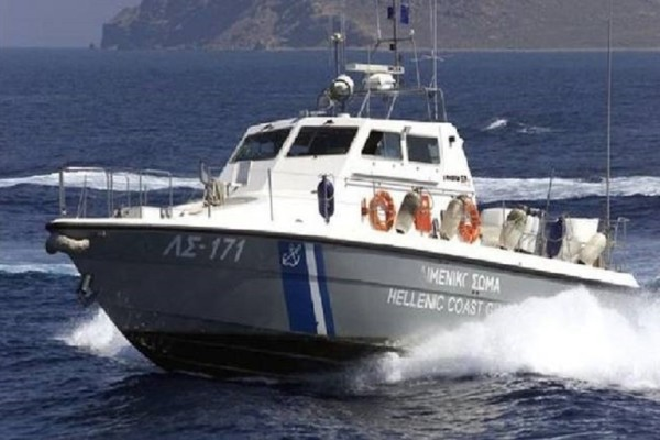 Βάρκα έπλεε ακυβέρνητη στο Ηράκλειο! - Επιχείρηση διάσωσης του Λιμενικού! (Photo)