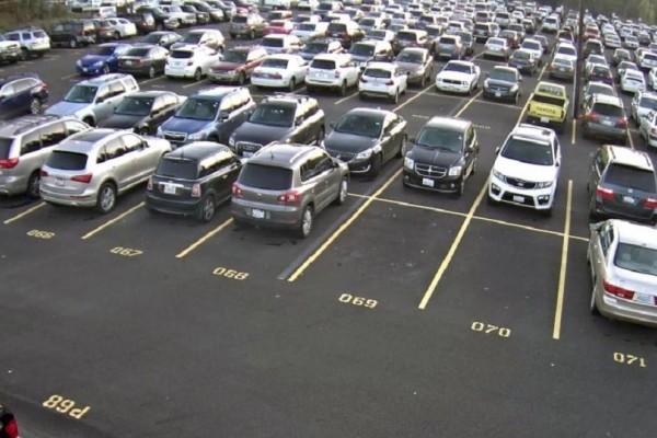 Θα κάνετε κοιλιακούς από τα γέλια - Στο Παλαιό Φάληρο το πιο επικό παρκάρισμα! (Photo)